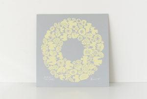 「北欧、暮らしの道具店」のサイト購入ページで選んだ黄色いリース柄の小さめポスター